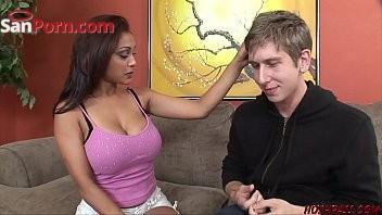 India sensual tetona haciendo sexo oral